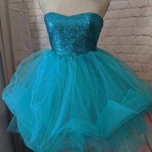 Beautiful teal Windsor formal dress